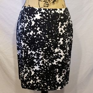 Ann Taylor Black and White Floral Skirt Size 4